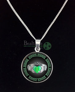 Silver Claddagh Ring (4 Colours) Green Pendant