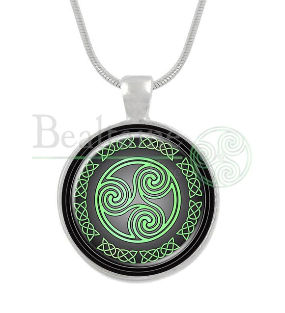 Triskele Green / 16In Pendant