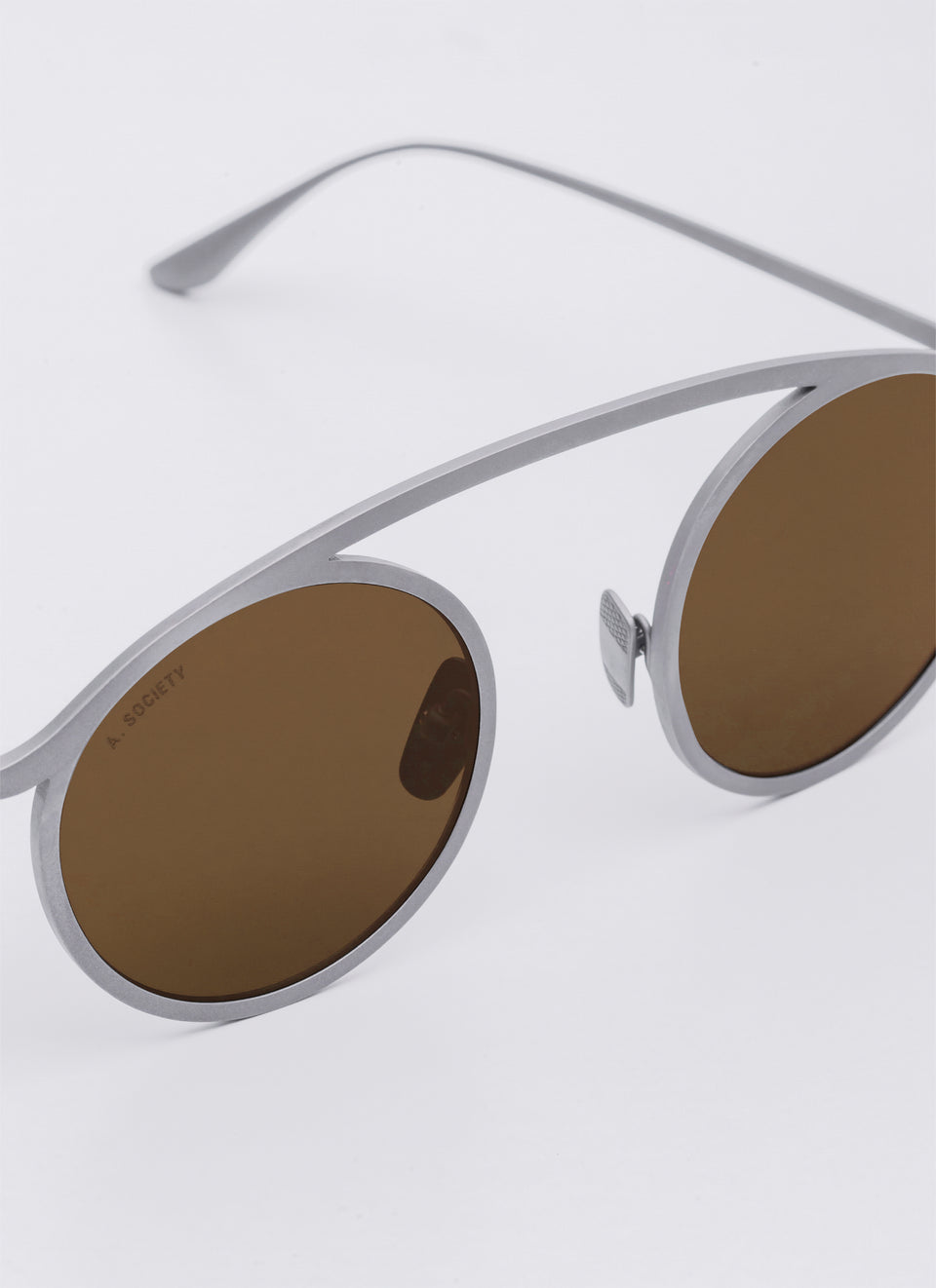 A SOCIETY NEO - Brown Titanium Round Sunglasses Detail
