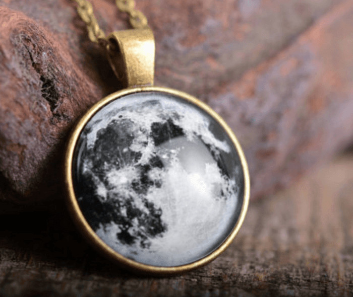 Full Moon Pendant - Heartsi Co