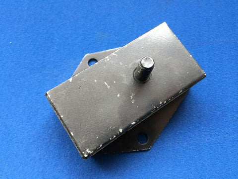 TR2/3A ENGINE MOUNT