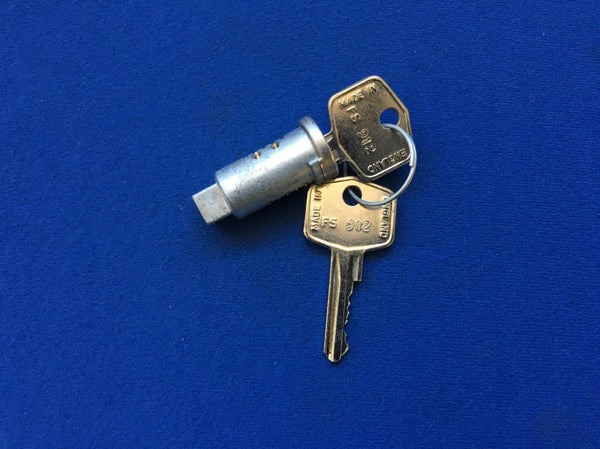 TR6 BOOT LOCK BARREL/KEYS