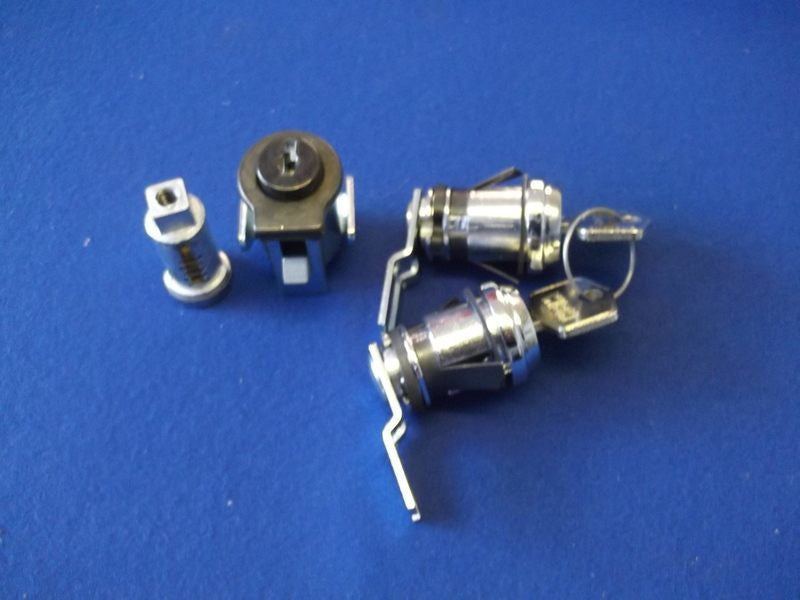TR6 LOCKSET (NON STEERING LOCK CARS) CHROME