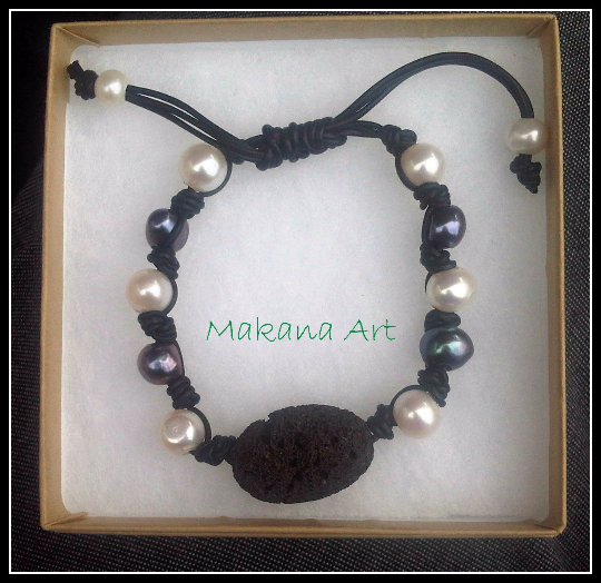 Lava - Adjustable Pearls and Leather Bracelet