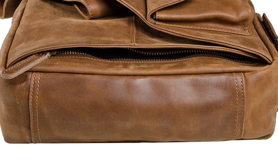 """Platinum"" Classic 2.0 Leather Messenger Bag"