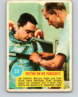 1963 Topps Astronauts #23 Putting On His Parachute V10138