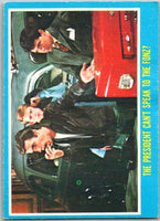 1976 Topps Happy Days #4 The President Can't Speak to the Fonz   V35813