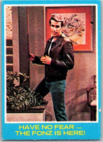 1976 Topps Happy Days #24 Have No Fear The Fonz Is Here   V35874