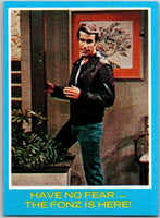 1976 Topps Happy Days #24 Have No Fear The Fonz Is Here   V35876