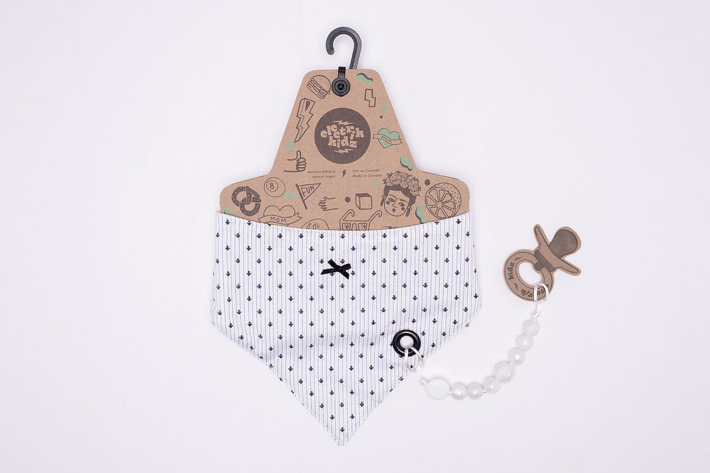 Bandana bib with snaps | Miss Delicate