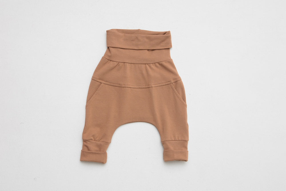 Grow-with-me pants | Little Earth