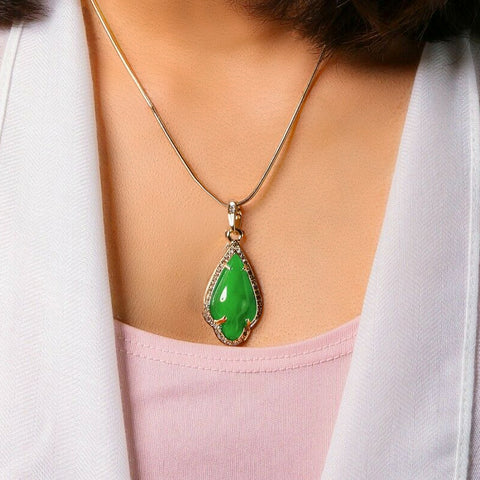 Green Women's Pendants 14K Gold Plated Lab Diamond Mounted Curved Tear Resin Jade High Fashion Jewelry Chain Pendant Necklaces