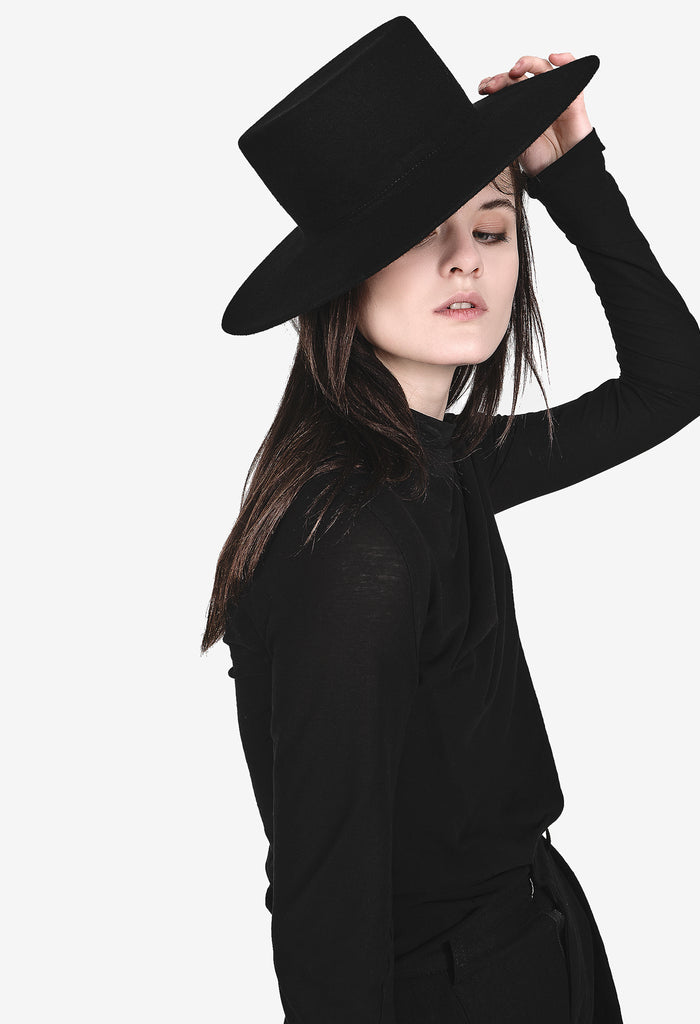 Wide-Brimmed Flat Hat