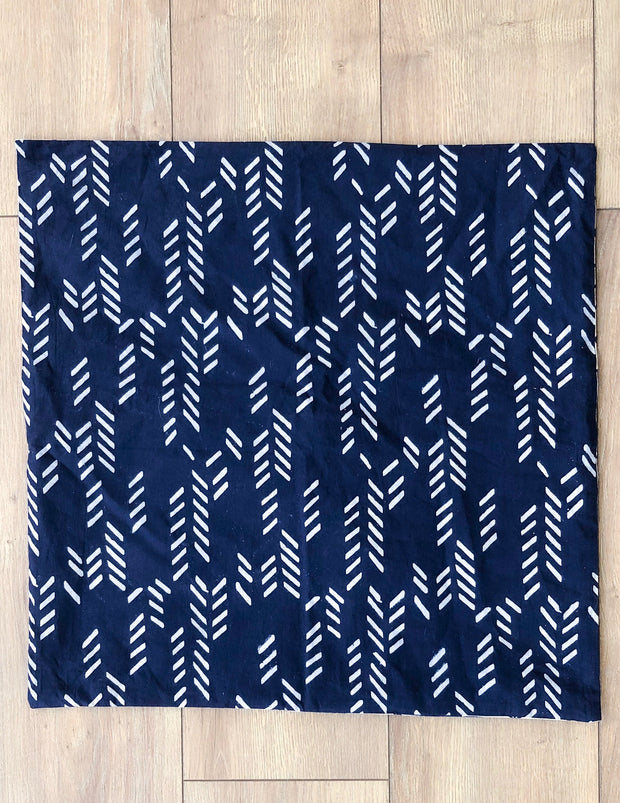 Organic Cotton Reversible Pillowcase in Art Deco/Stylized Feather Navy + Cream