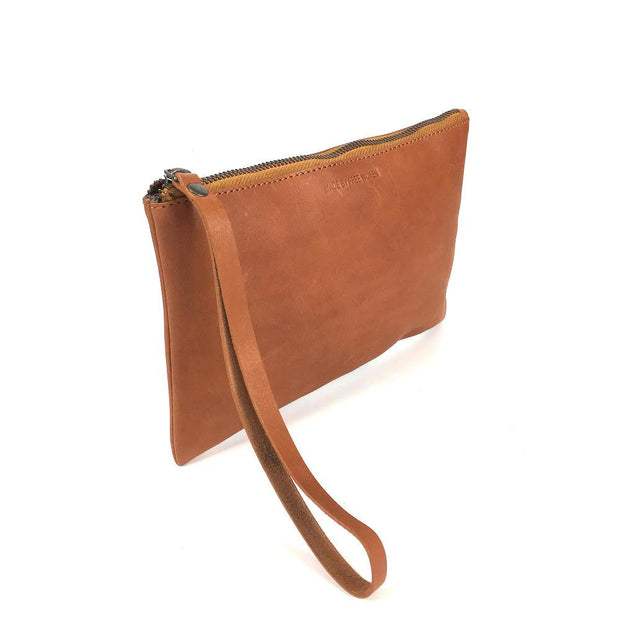 LEATHER CLUTCH CAMEL