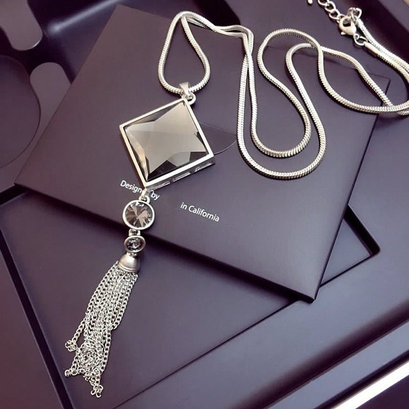 Women Vintage Geometrical Crystal Pendant Necklace