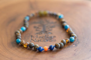 Baltic Amber Teething and Pain Necklace in 'Cash'
