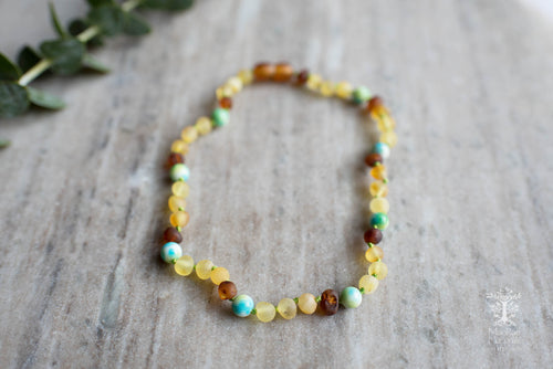 Baltic Amber Teething and Pain Necklace in 'Chase'