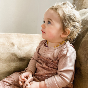 Baltic Amber Teething & Pain Necklace in 'Kinsley'