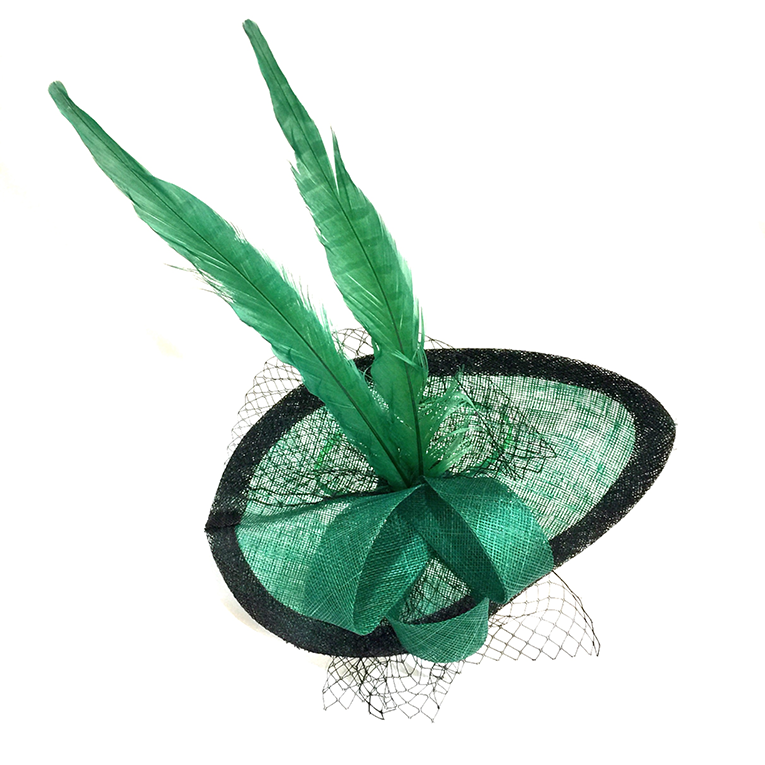 Elegant Oval Fascinator Topped With Long Feathers