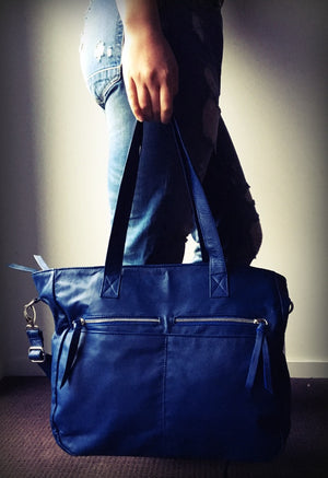 The Envoyage - Everyday bag, laptop bag, shoulder bag.