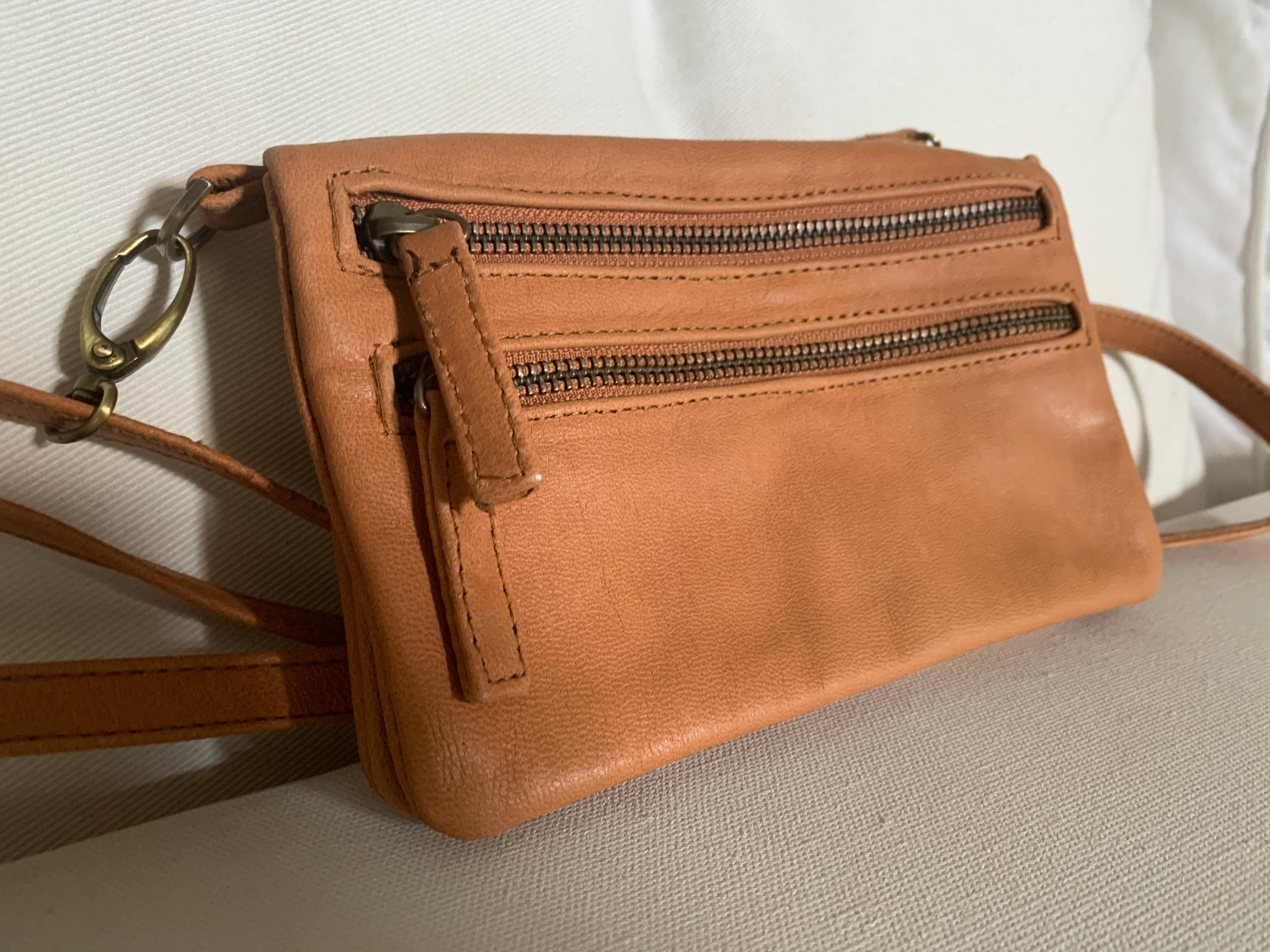 The Amazing Handy Handsfree Bag! Tan Cow Leather