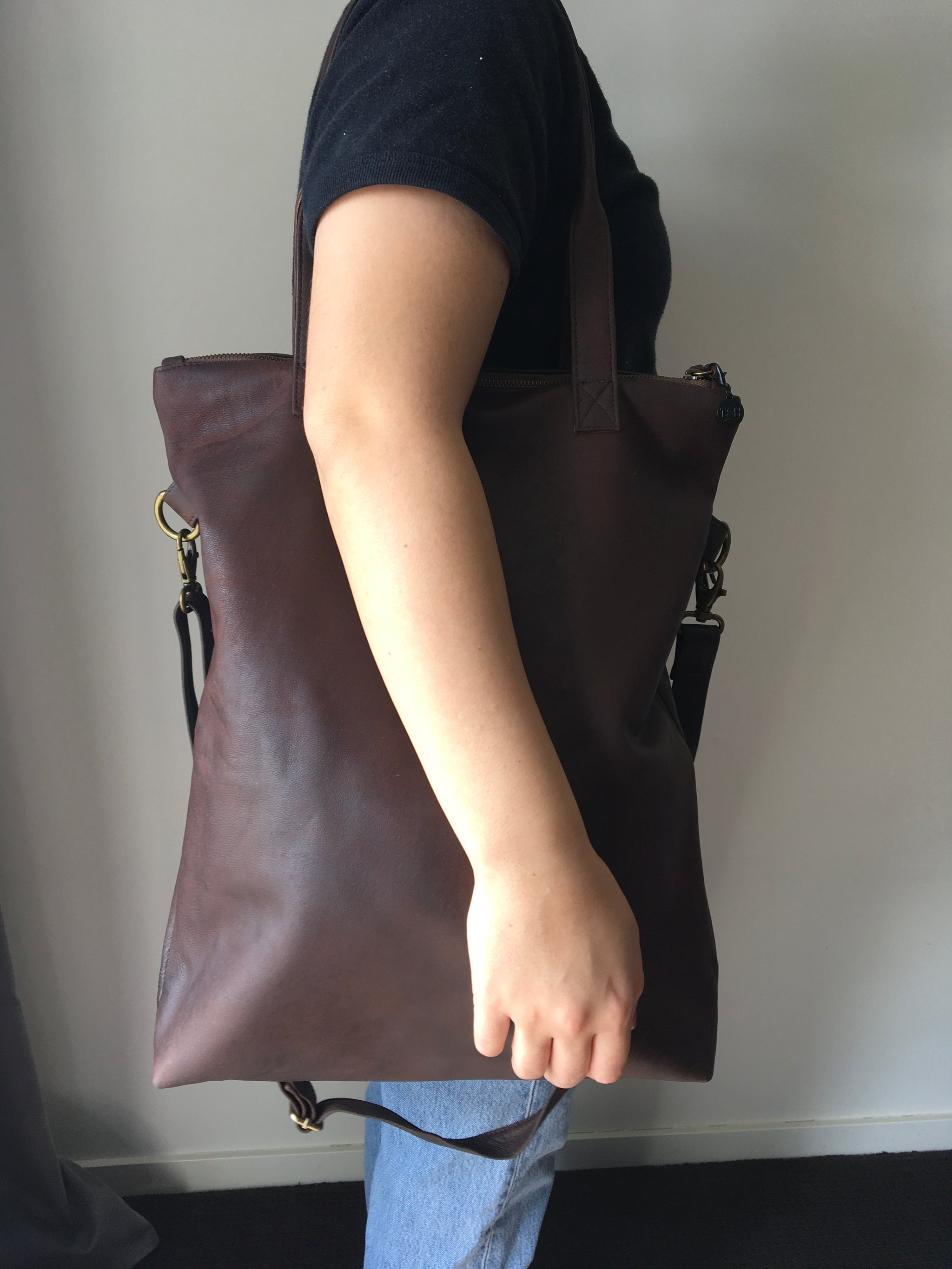 The Traveller-Genuine lambskin leather shoulder tote bag.