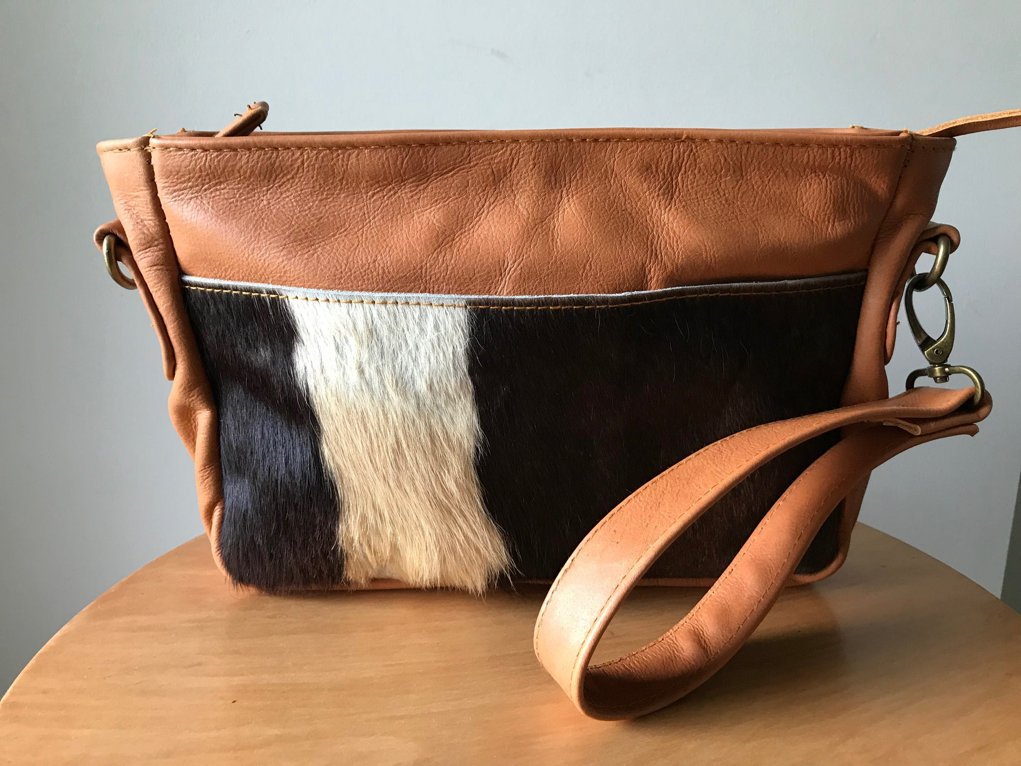 The Mojo-Small Leather shoulder bag with wrist strap