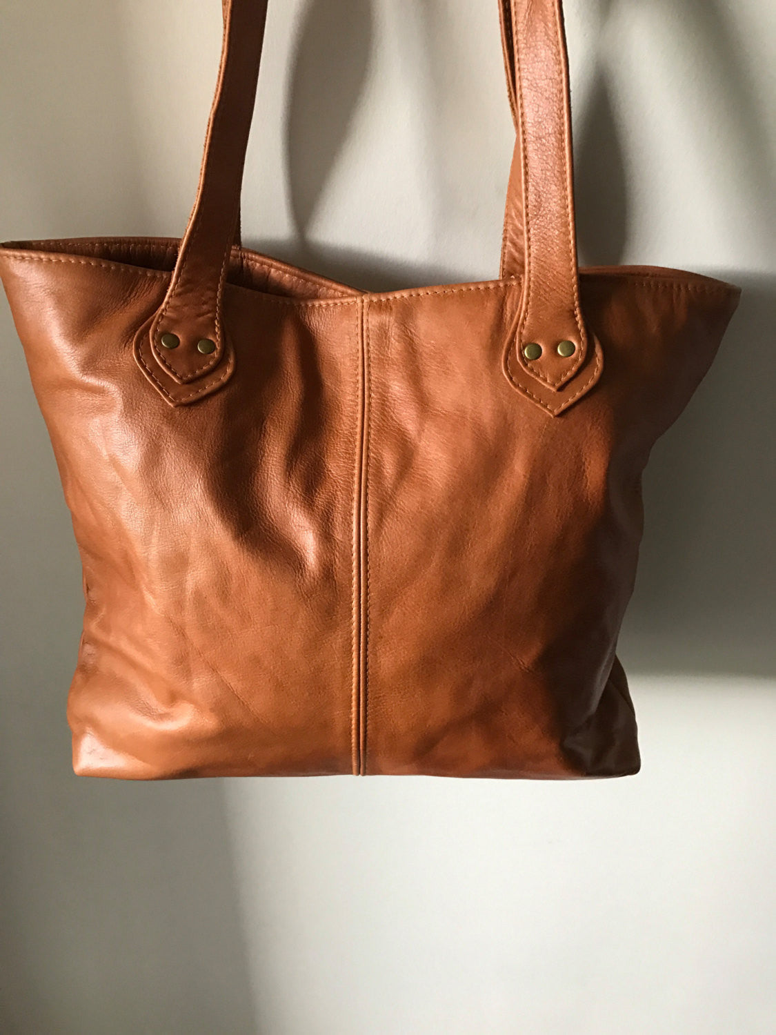 The Perfect Leather Tote Bag.Quality, shorter,shoulder bag. Real leather with long handles.This shopper is the perfect tote market bag,lined