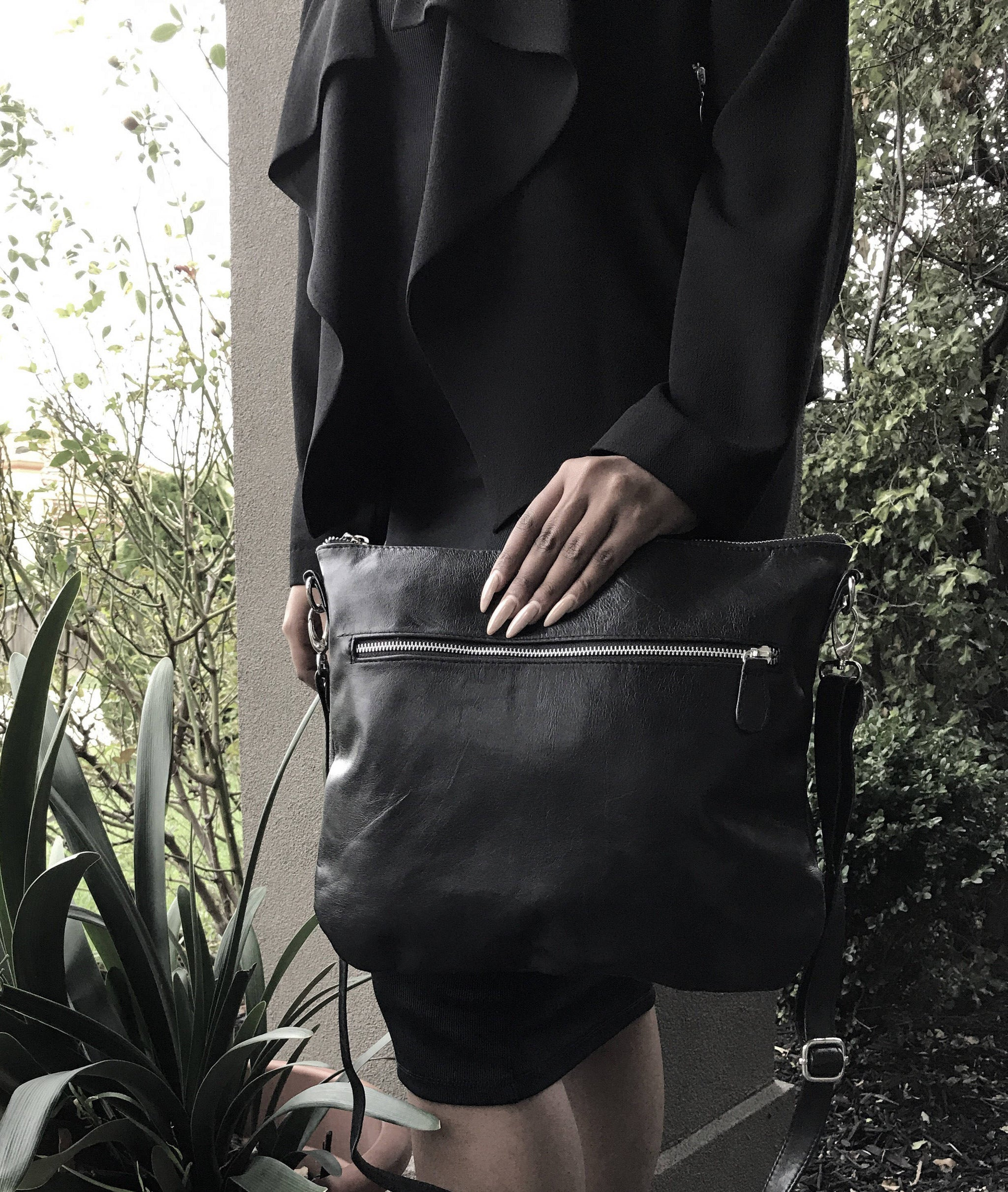 The Hipster Large-Real leather functional crossbody bag. Plain yet stylish.