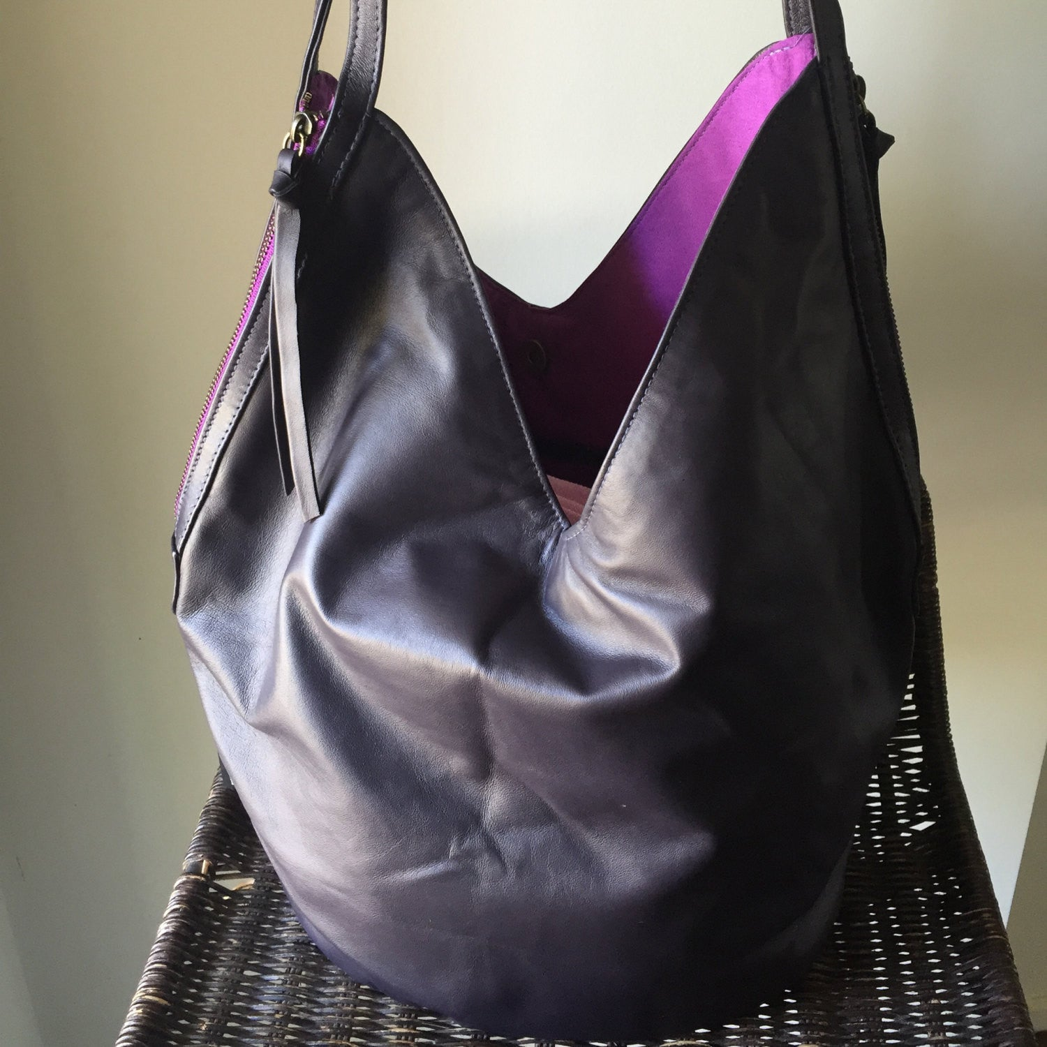 The Shift - Soft lambskin leather handbag. Two toned and easy to open with twin zippers