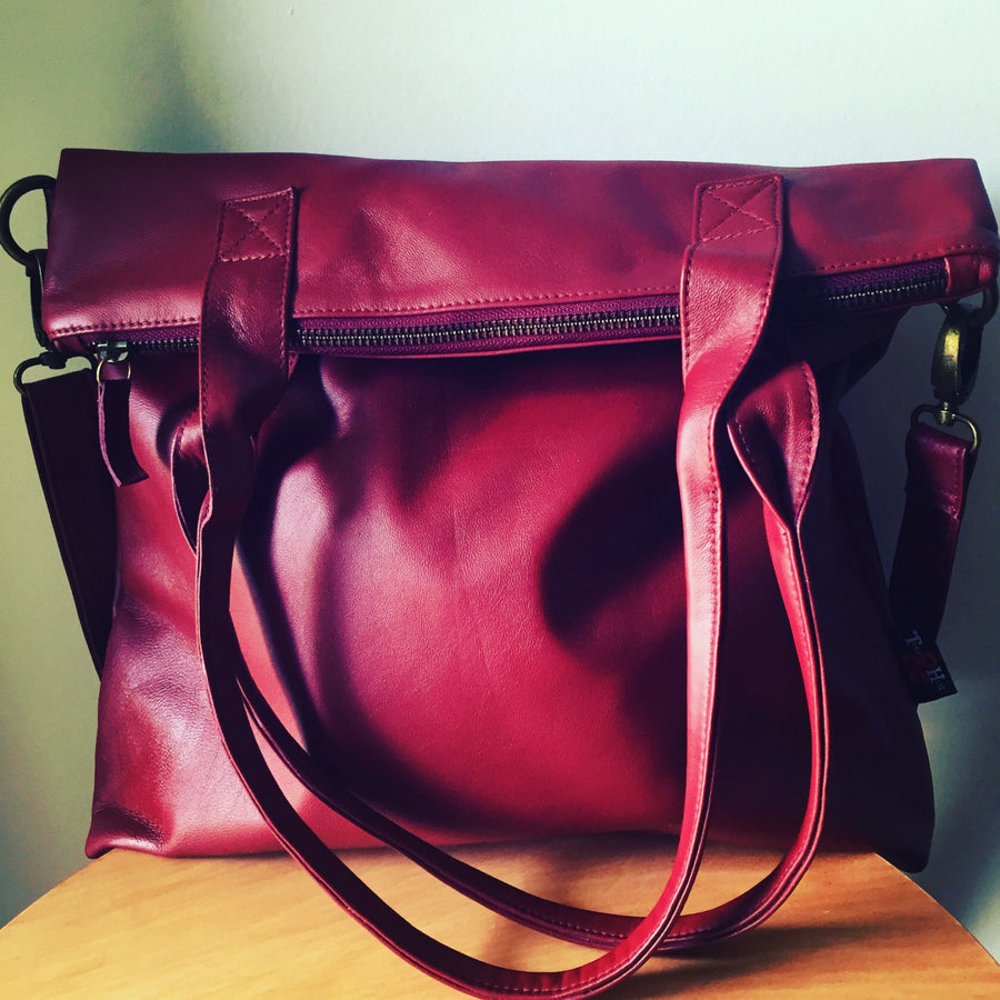 The Traveller-Classic genuine leather shoulder bag.