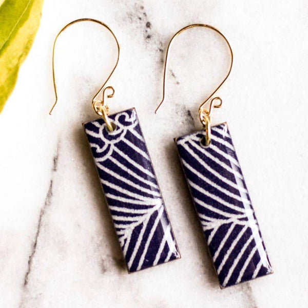 NAVY WAVE RECTANGLE EARRINGS