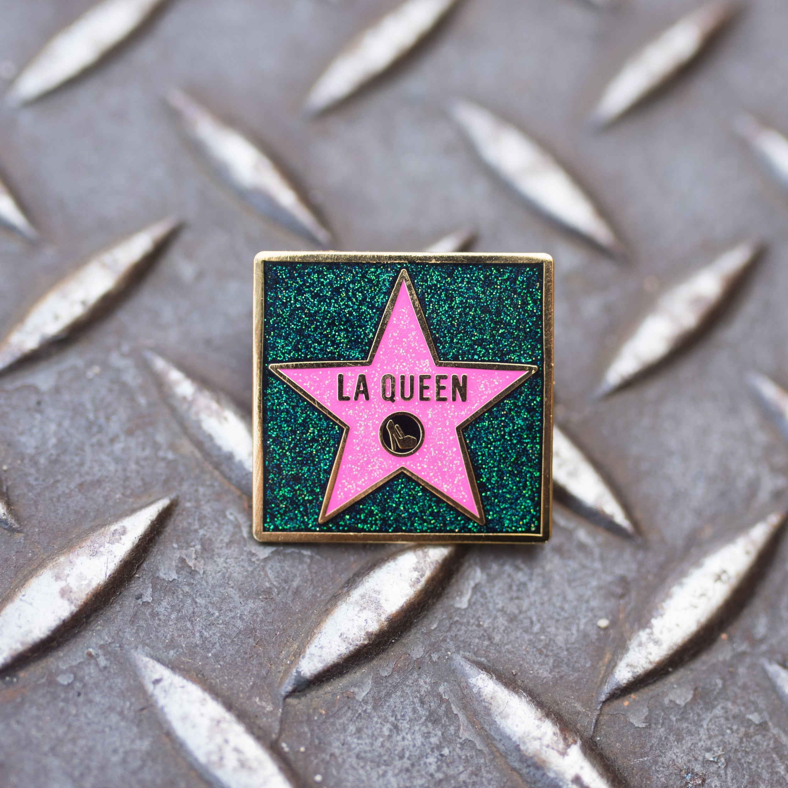 LA QUEEN pin - GAYPIN'