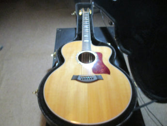 Gleaming Taylor 615ce Jumbo Electric Acoustic Single Cutaway. Whoah!