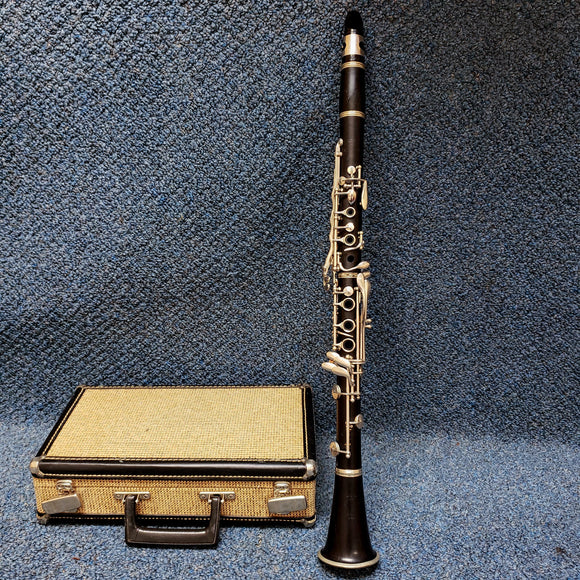 Selmer Signet 100 Bb Clarinet w/ Case, Mouthpiece, and Cork Grease