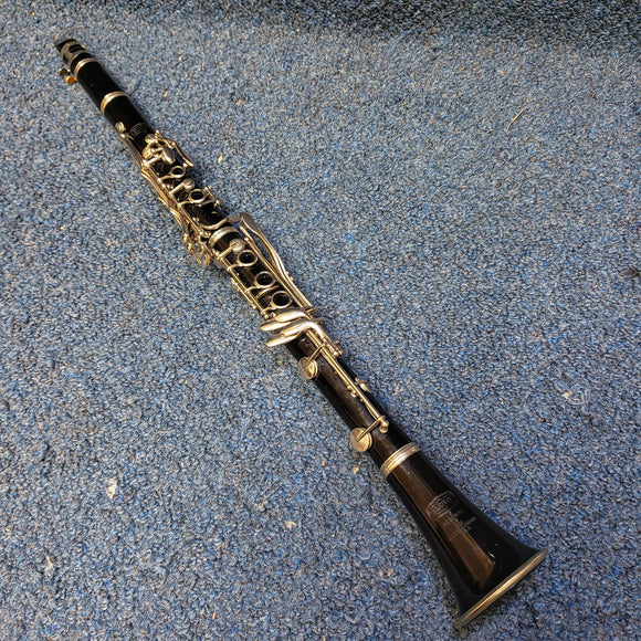 Selmer Bundy Bb Clarinet w/ Hardshell Case, Mouthpiece, and Ligature