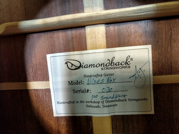 Diamondback Stringworks Blues Box #30 Acoustic Guitar With Hardshell Case
