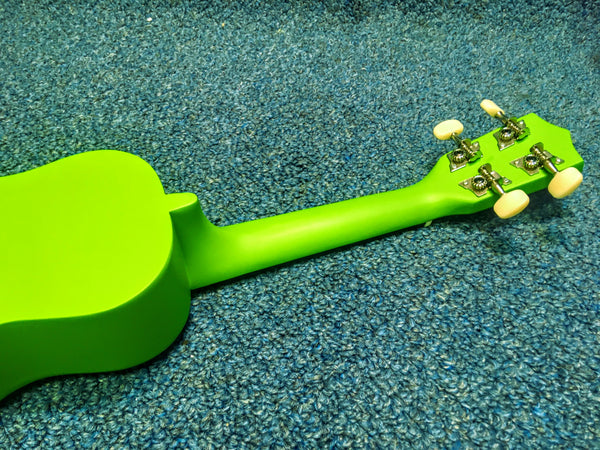 NEW Amahi Green Flower Ukelele, DDUK6 w/Cover