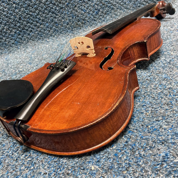 Amati Violin Flamed Back 4/4 w/Case and Bow