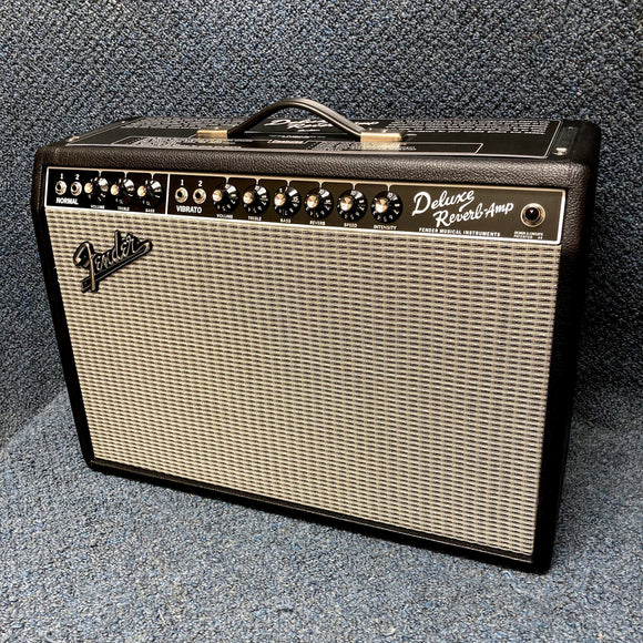 NEW Fender '65 Deluxe Reverb Guitar Combo Amp w/ Footswitch & Cover