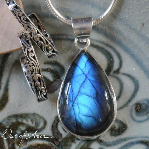 Labradorite ...it's Magic! - OutOfAsia