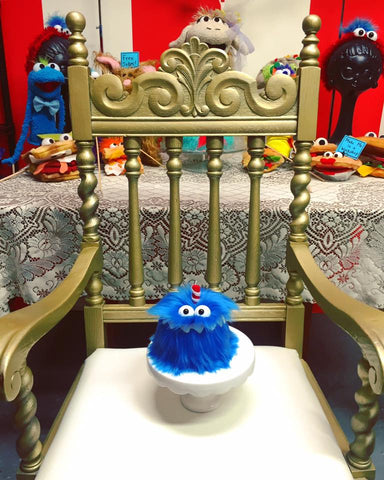 Birthday party throne