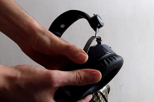 Removing Ear Pads with Hands