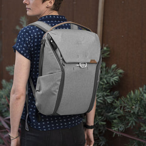 Peak Design Everyday Backpack 20L in Ash Color 7