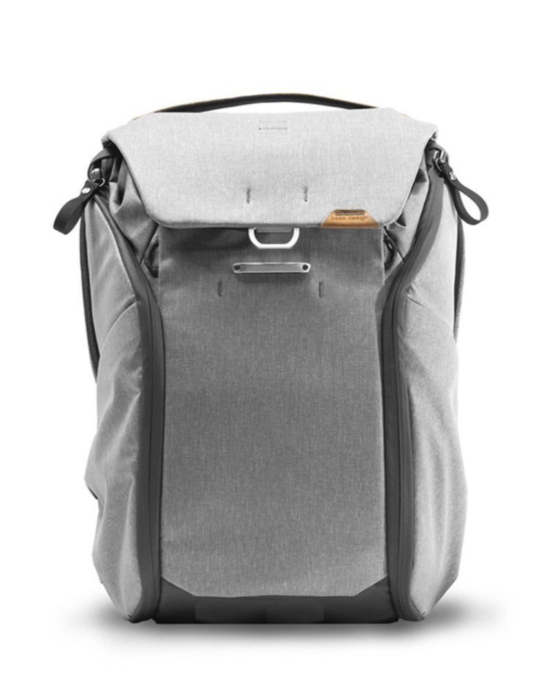 Peak Design Everyday Backpack 20L in Ash Color 4