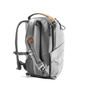 Peak Design Everyday Backpack 20L in Ash Color 2
