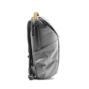 Peak Design Everyday Backpack 20L in Ash Color 3