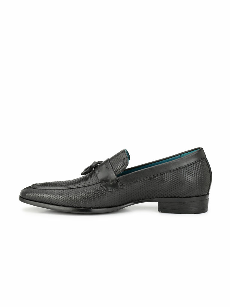 SAN FRISSCO MEN BLACK SLIP-ONS WITH TUSSEL