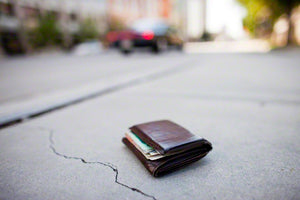 Everyday Carry Tips and Tricks to not losing, sliming down, and minimalizing your wallet. Best wallet for new iPhones?